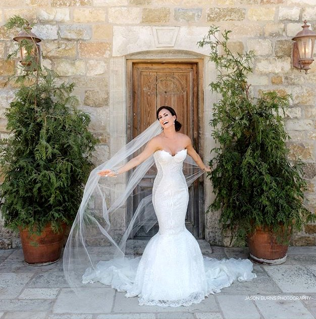 How to choose the color of your wedding veil.